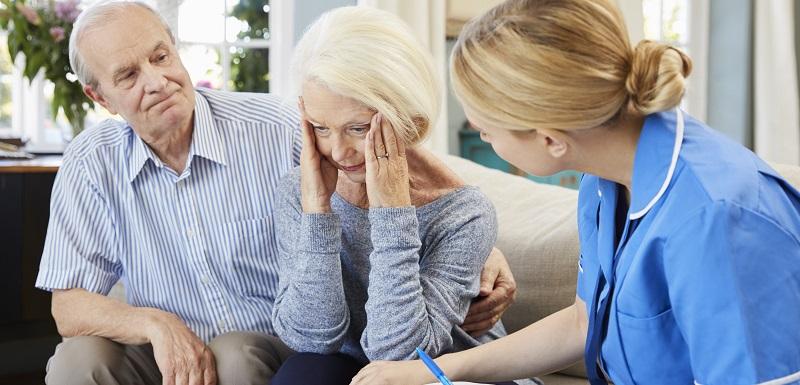 Les maisons intelligentes aident les aidants à surveiller les seniors