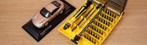 Un tournevis de précision, un des outils de bricolage